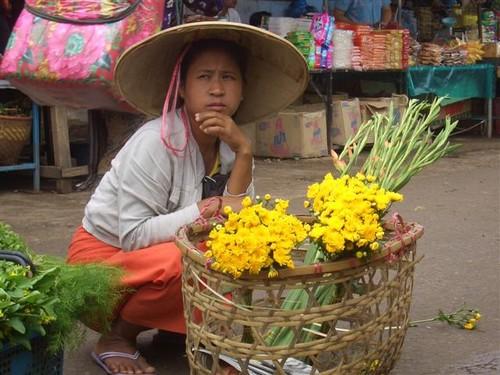 A suspicious market seller